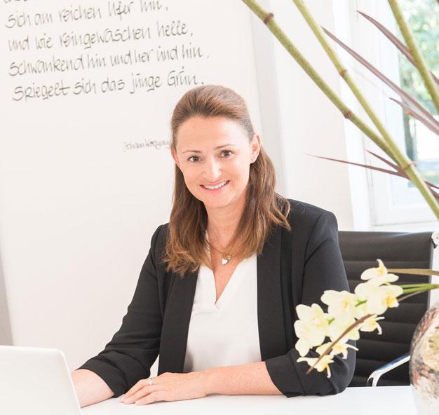 Dr-Annette-Felderhoff-Fischer-in-der-Praxis2